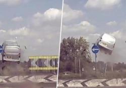 Immagini impressionanti catturate da una dashcam su una strada inglese