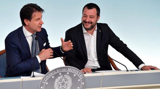 Il presidente del Consiglio, Guseppe Conte e il vice premier e ministro dell'Interno, Matteo Salvini