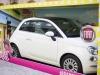 Fiat 500 e Barbie attirano lattenzione a Milano