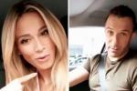La conduttrice è in auto con l'ex numero 10 bianconero e scherza chiedendo ai suoi follower un parere