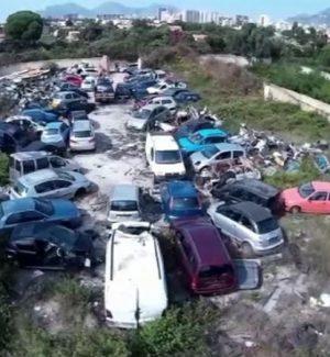 Rifiuti e 51 auto: maxi discarica scoperta a Palermo con un drone