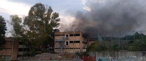 """Catania, incendio all'ex scuola """"Brancati"""": fiamme alimentate da documenti e spazzatura"""