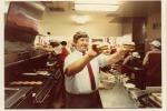 Take festa per i 50 anni dell'hambuger Bic Mac - Delligatti, creatore del Big Mac nella cucina di unMcDonald's