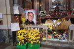 """I giovani di Palermo in corteo per Padre Puglisi, un fiore sulle sue spoglie per ringraziare """"3P"""""""