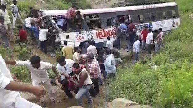 Incidente in India, Sicilia, Mondo