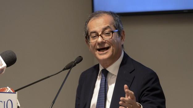 Giovanni Tria, Luigi Di Maio, Sicilia, Politica