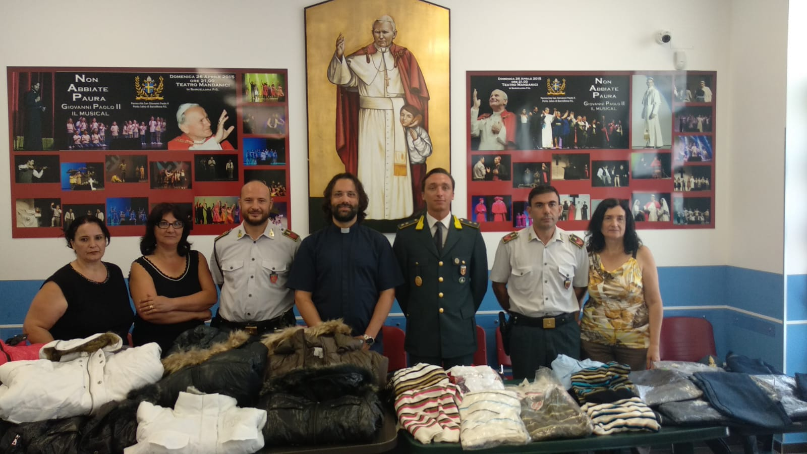 new products 33225 87a4b Barcellona, capi di abbigliamento sequestrati donati in ...