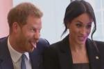 Alla WellChild Awards il Duca di Sussex si lascia anche andare a gesti teneri nei confronti della moglie
