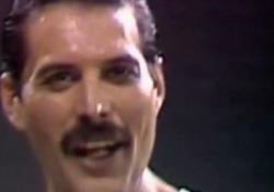 Il video di auguri (con il trailer del film) del gruppo britannico all'indimenticabile leggenda del rock