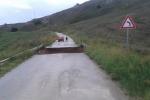Maltempo, a Mussomeli frana inghiotte un tratto di strada: comune isolato