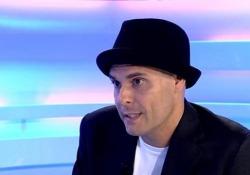 Il cantautore pubblica la doppia raccolta «Resto». Fra le canzoni inedite, il singolo «Johnny» con un racconto autobiografico