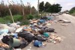Strade circondate dalla spazzatura, viaggio tra i rifiuti di Partinico e Balestrate