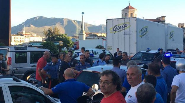 sperona auto in sosta, Palermo, Cronaca