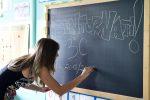 Tre classi dell'asilo con 50 bimbi ospitate in due aule: protesta a Montallegro