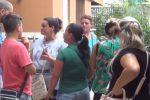 Scuola sporca a Palermo, mamme protestano davanti ai cancelli