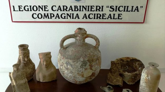 reperti archeologici aci catena, Catania, Cronaca
