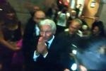 L'attore presente al concerto evento organizzato da Andrea Bocelli per raccogliere fondi