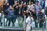Primi due gol italiani di Cristiano Ronaldo, la Juve batte il Sassuolo: sputo e follia di Douglas Costa
