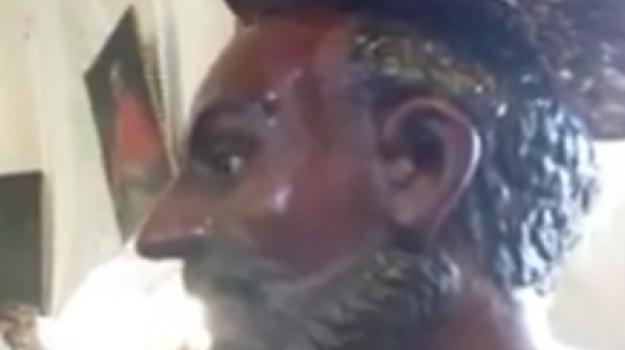 Statua suda Agira, Enna, Cronaca