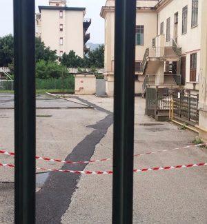 Crollano calcinacci in una scuola di Palermo: l'elementare Siragusa inagibile e chiusa