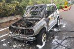 Auto a fuoco tra San Gregorio e Misterbianco, salvi il conducente e il suo cane