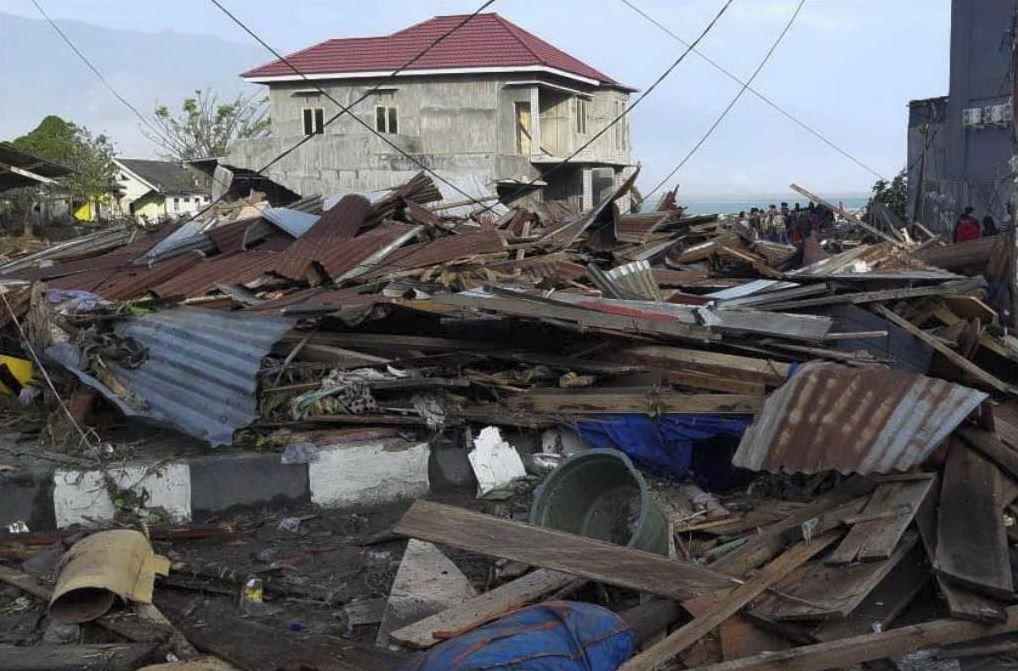 Tsunami Indonesia: oltre 1200 morti, la devastazione ripresa dal drone