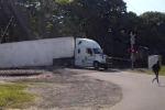 L'incidente in Virginia: l'autista si mette in salvo