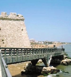 Il ponte che costeggia torre Cabrera, uno dei viadotti di Pozzallo interessati dalle verifiche statiche