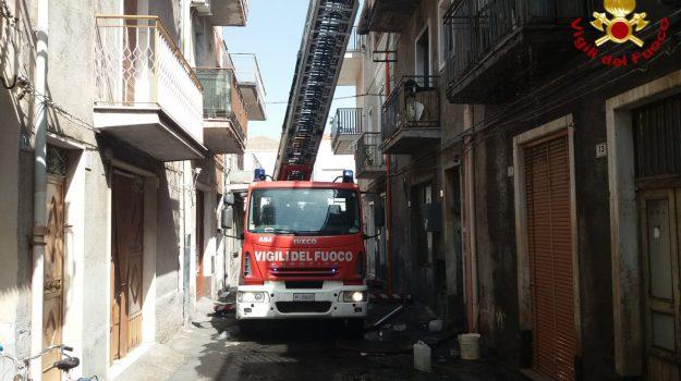 incendio, paternò, vigili del fuoco, Catania, Cronaca