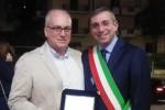 Salva un uomo colpito da arresto cardiaco, infermiere premiato a Castellammare