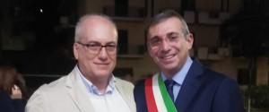 L'infermiere Marco Antonio Virzì con il sindaco di Castellammare Nicola Rizzo