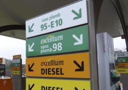 Francia, cresce prezzo carburanti ma aumentano aiuti 'green'