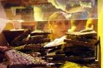 Turisti e curiosi alla festa del cioccolato a Perugia