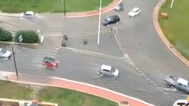 Piove a Palermo, strade allagate e traffico in tilt: le segnalazioni dei cittadini
