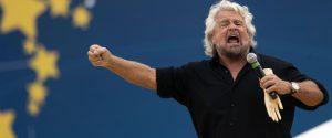 Beppe Grillo sul palco di Italia a 5 Stelle