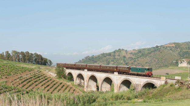 Palermo Selinunte, Treno olio pane nero, Sicilia, Cultura