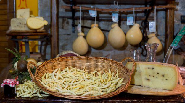 ottobrando floresta cibo, Messina, Società