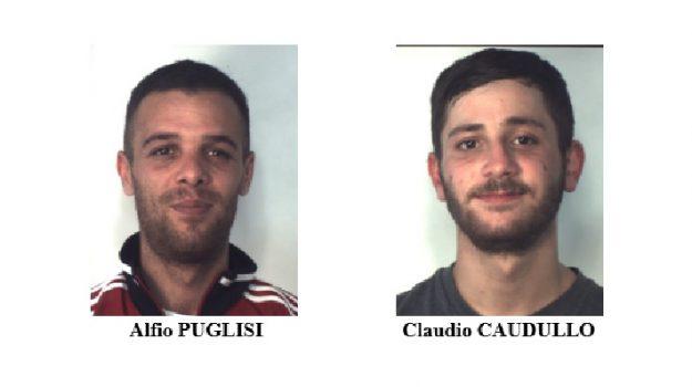 Spacciava dai domiciliari, pusher in manette a Catania: arrestato anche il complice-vedetta