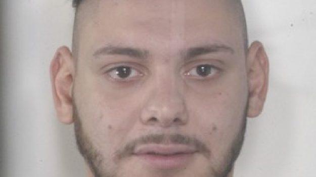 adrano droga arrestato 18enne, Catania, Cronaca