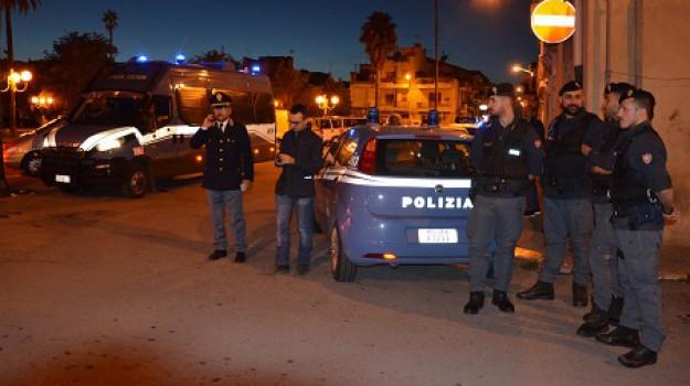 controlli in piazza Manin a Vittoria, Ragusa, Cronaca