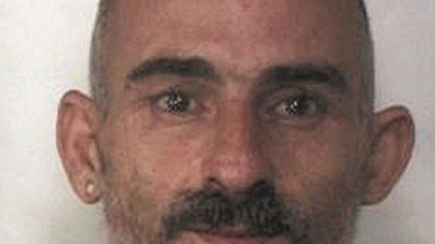 evade per rubare telefonini, furto cellulari siracusa, Massimiliano Riani, Siracusa, Cronaca