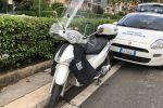 Cade con lo scooter in viale Croce Rossa a Palermo, ricoverata: è grave