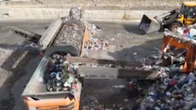 Emergenza rifiuti a Palermo, sei impianti di smaltimento bloccati dalla burocrazia