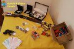 Nascondevano armi e munizioni illegali in casa ad Acireale, denunciati padre e figlio