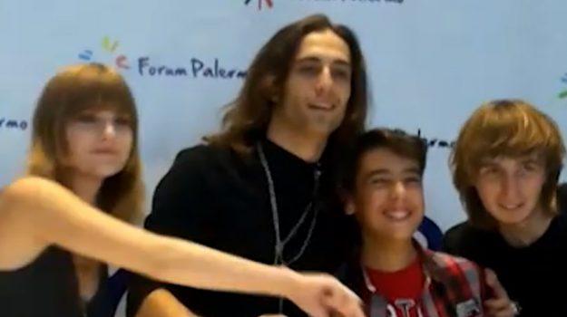 I Maneskin a Palermo, oltre un centinaio di fan al centro commerciale