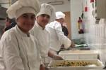 Street food e cocktail al melograno, lezioni e degustazioni all'alberghiero Cascino di Palermo