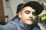 Incidente a Marsala, si schianta con la sua moto a un incrocio: muore a 25 anni
