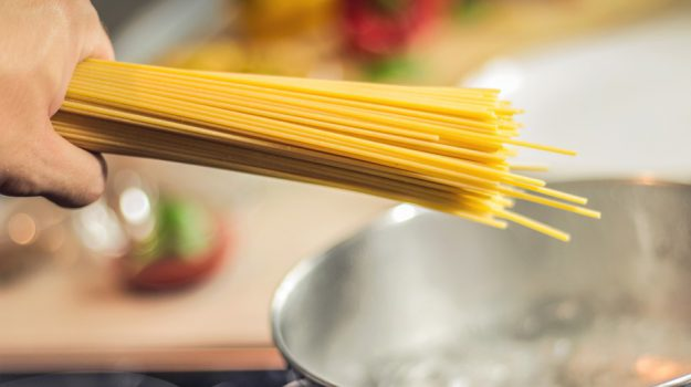 pasta esperta alimentazione, Sicilia, Società