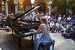 Concerto per pianoforte nel chiostro della questura a Palermo: le foto