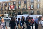 Stabilizzazioni, precari dell'Asp protestano a Palermo: le foto da Palazzo d'Orleans